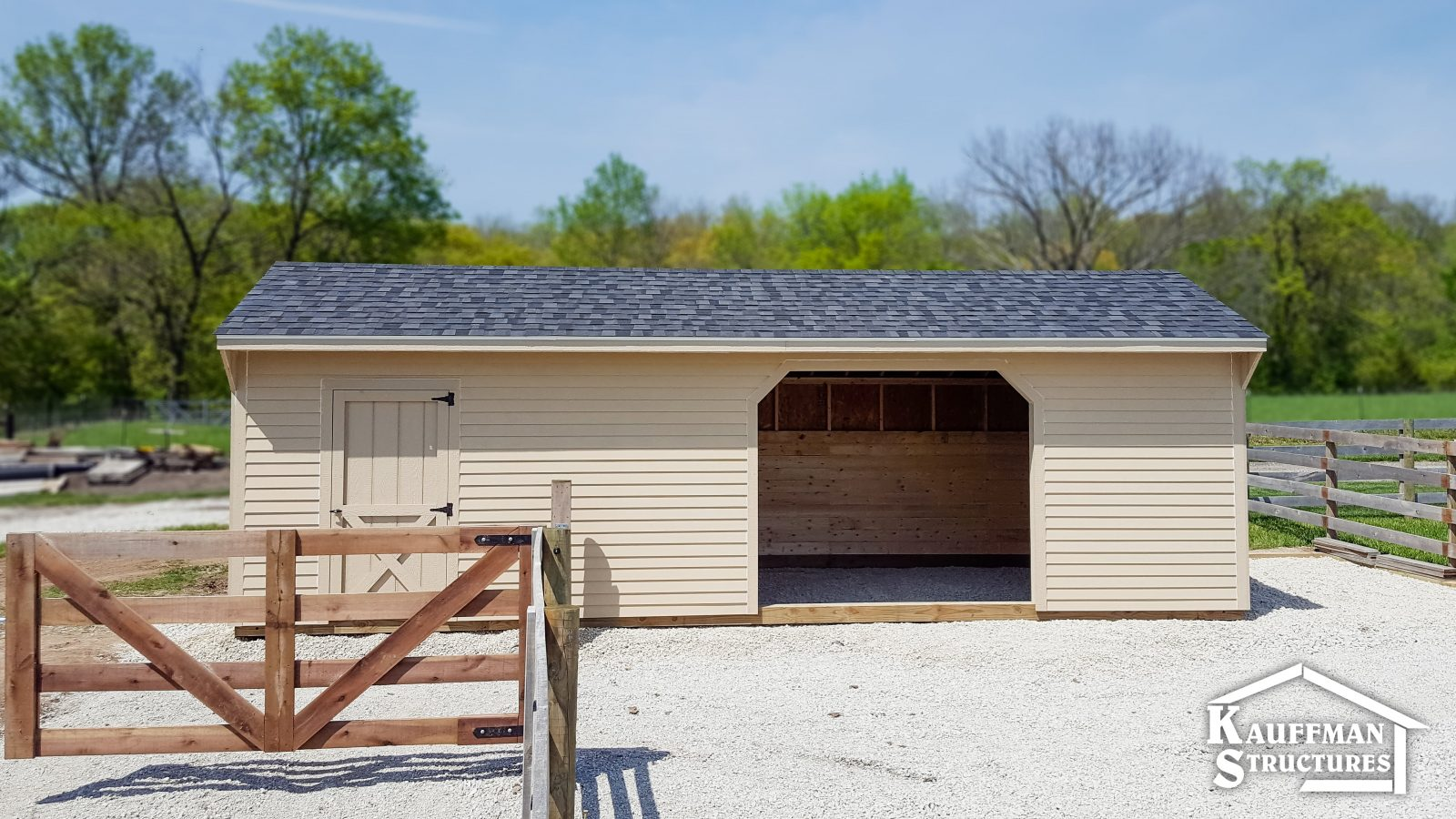 horse shelter with a tack room, in knoxville iowa