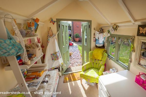 inside small reader shed 600x400